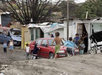 http://laterminalrosario.files.wordpress.com/2008/04/chabolas-canada-real.jpg