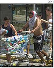 HISTORIAS  DE  SAQUEOS PROLETARIOS.Argentina. Saqueos-2001-bbc-la-terminal-blog-c-scabuzzo-thumb