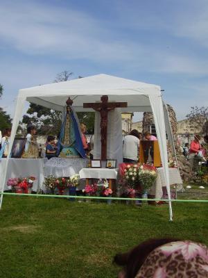 En el lugar donde aparece la Virgen se monta un altar, Lanús