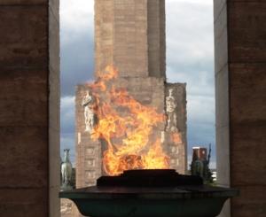 Monumento a la bandera, Rosario, llama, C Scabuzzo